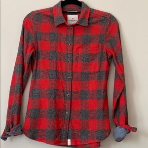 American Eagle fitted grey and red flannel shirt